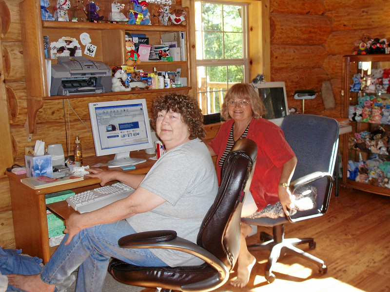 """""""Sis"""" Joyce Shellabarger and Judy, 2 computer fanatics, at her house in Astoria."""