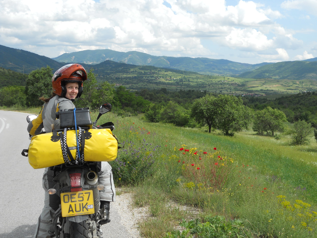 The route takes us through more beautiful countryside, dotted with wild flowers.