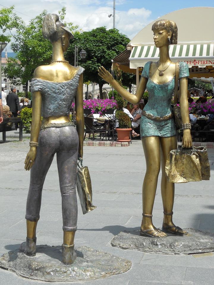 More odd statues. Remind us of Ja Ja Binks from Star Wars!