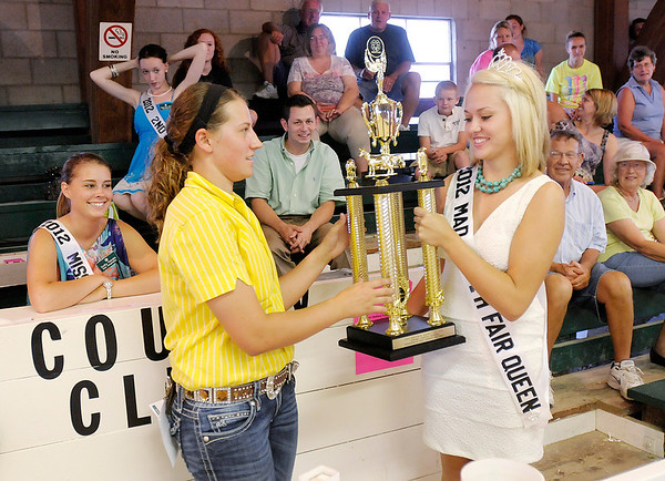 4-H Fair Queen Samantha Thurston presents Stephanie Morris with her Supreme Showman Trophy.