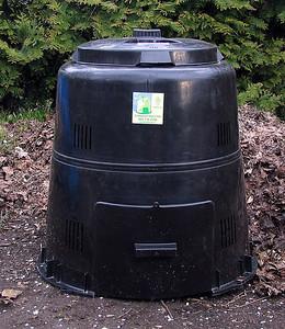 Place compost bin in shade or sun. Keep area around the bin clear.