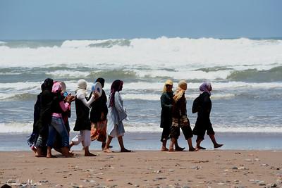 Femmes sur la plage de Mirleft, Maroc (2008)