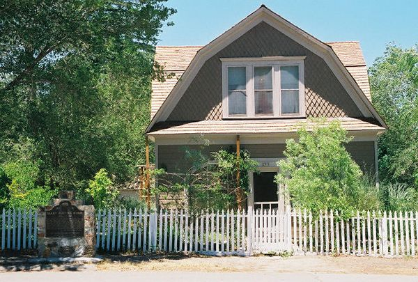 7/8/00 Mary Austin's home (historical landmark), Independence, CA
