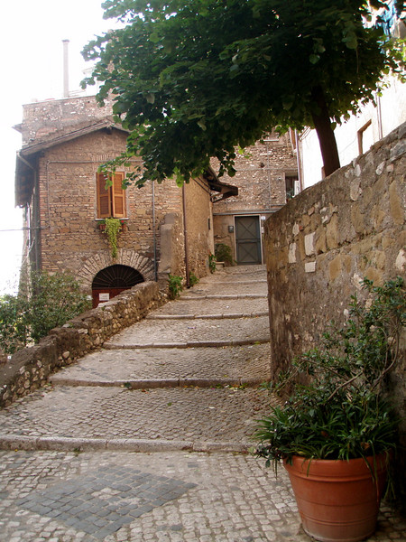 Tivoli is known for its gardens but the town is very interesting as well with its narrow streets and ancient brickwork.