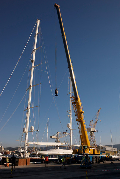 The crane shows up getting ready for unstepping the mast.