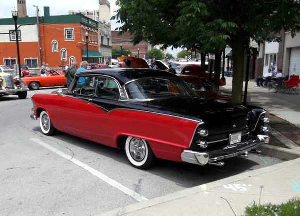 A Dodge in a GM town?  How did this happen? ;-)<br /> <br /> Photographer's Name: Harry Kirchenbauer<br /> Photographer's City and State: Anderson, IN