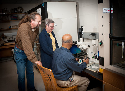 Swapan Ghosh and Ed Lentz in Gosh's lab