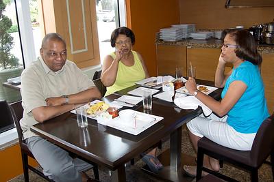 Dave ,Pat  & Carolyn at breakfast