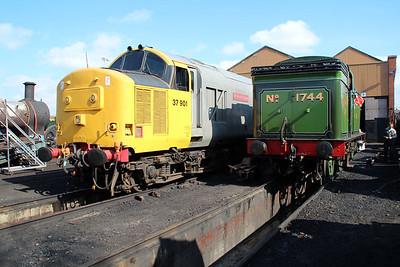 37901 'Mirlees Pioneer' outside Bury Shed on East Lancs Railway    13/04/13