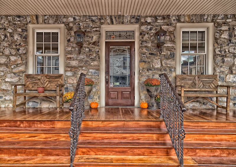 Great looking entrance/porch