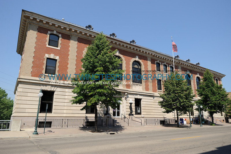 """<font size=""""3"""" face=""""Verdana"""" font color=""""white"""">United States Federal Courthouse</font> <font size=""""3"""" face=""""Verdana"""" font color=""""#5CB3FF"""">The Federal Courthouse in Fergus Falls, Minnesota. July 2008.</font> <br> <font size = """"1"""" font color = """"gray"""">Click on photo to see larger size.</font>"""
