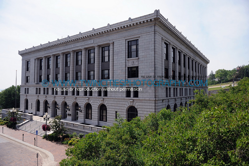 """<font size=""""3"""" face=""""Verdana"""" font color=""""white"""">United States Federal Courthouse</font> <font size=""""3"""" face=""""Verdana"""" font color=""""#5CB3FF"""">The Federal Courthouse in Duluth, Minnesota. July 2008.</font> <br> <font size = """"1"""" font color = """"gray"""">Click on photo to see larger size.</font>"""