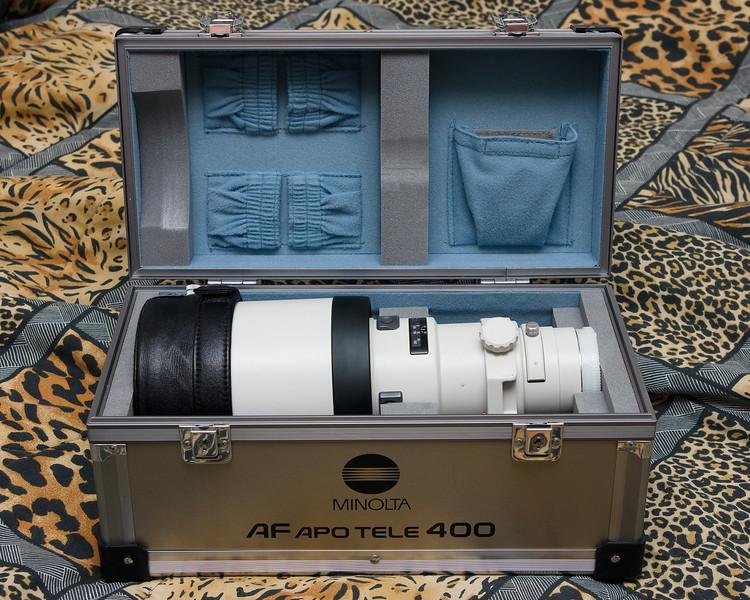 The Minolta 400 f/4.5 APO G HS case opened.