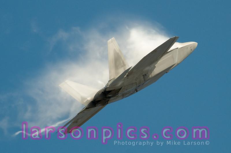 YF-22 with vapor trails