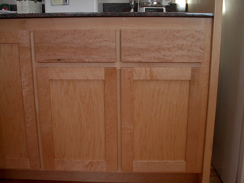 Maple Shaker with Birdseye Styles Rails and Drawer Fronts (view medium)