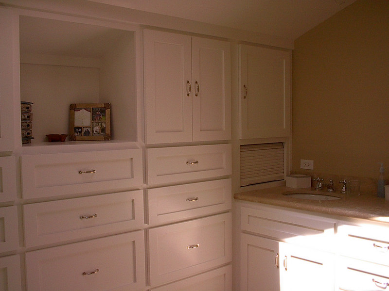 Paint Grade Dresser/Vanity with Shaker Drawers