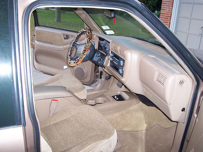 Clean-as-new interior with the personalized steering wheel wrap that Caroline picked!