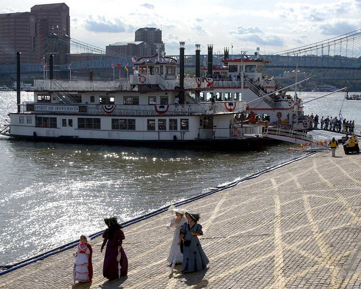 E.L. HUBBARD/JOURNALNEWS<br /> Ladies in period costumes walk along the Ohio River in Cincinnati after disembarking the Spirit of Jefferson during Tall Stacks Thursday, 10/16/03.