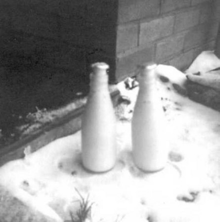<font size=3><u> - Frozen Milk Bottles - </u></font> (BS0187)  Winter 1964/65.