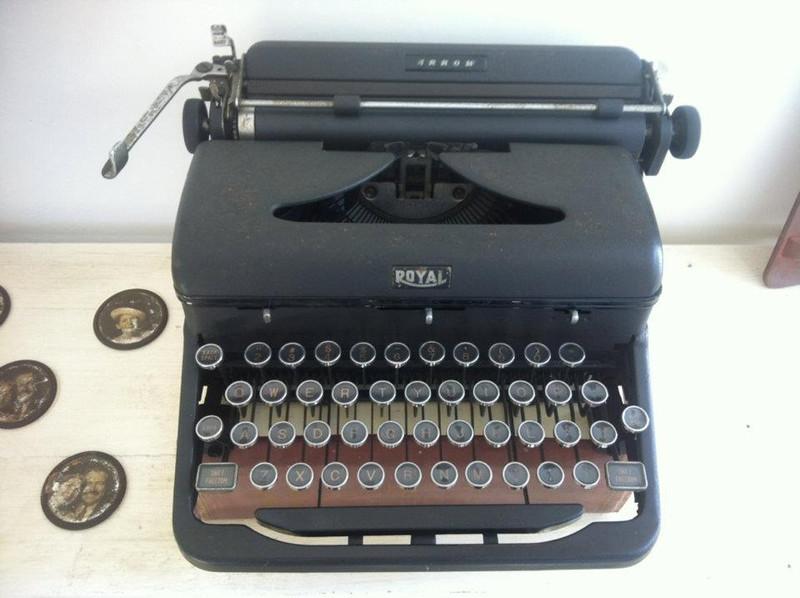 hemingway-typewriter