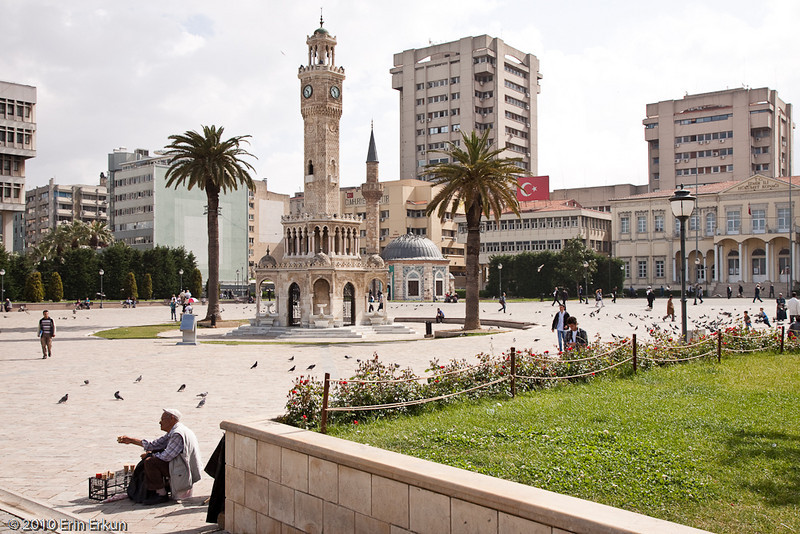 20 April 2010<br /> Konak - The two iconic buildings of the square: Saat Kulesi (Clock Tower), which dates back to 1901, and Konak Camii (Konak Mosque), constructed in 1755.