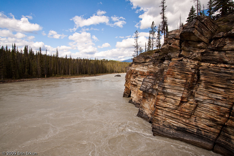 At the bottom of the canyon, the Athabasca River once again flows calmly on its way.