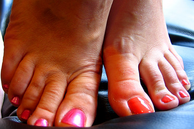 Both Jaimie and Kristie's toenails together
