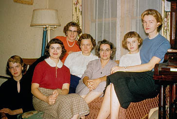 1956-12 - Arlene Vollenweider, Marge, Marian Graham, Mary Vollenweider, Catherine and Milly Voas, Mavis Vollenweider