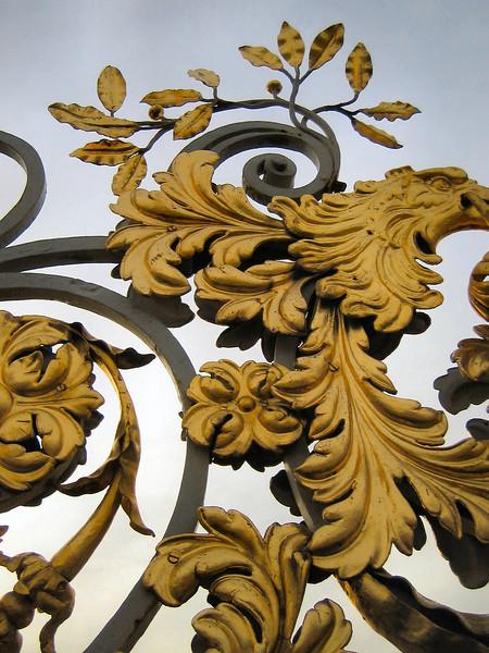Hampton Court gardens (decoration on gate)