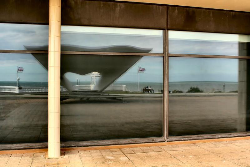 "<a target=""_blank"" href=""http://www.dlwp.com"">De La Warr Pavilion</a>, Bexhill."