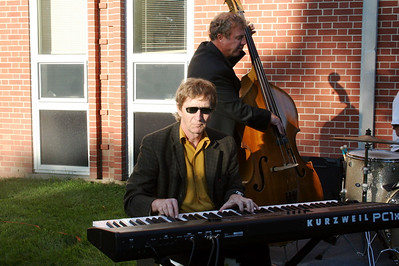 Geoff Carter on the keyboards.  Need a jazz band for your Milwaukee area event? Contact Geoff at:  geoffcarter1@me.com