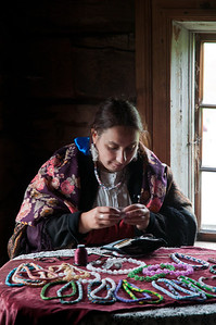 Making necklaces, Kizhi