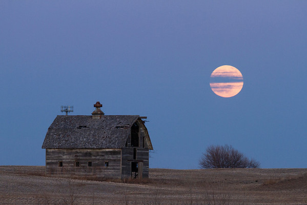 -022 January 08, 2012 full moon barn-Edit