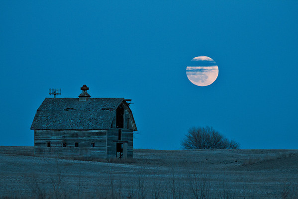 -017 January 08, 2012 full moon barn-Edit-Edit