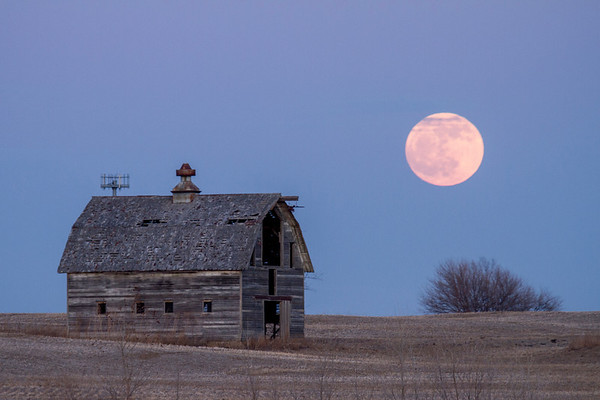 -004 January 08, 2012 full moon barn