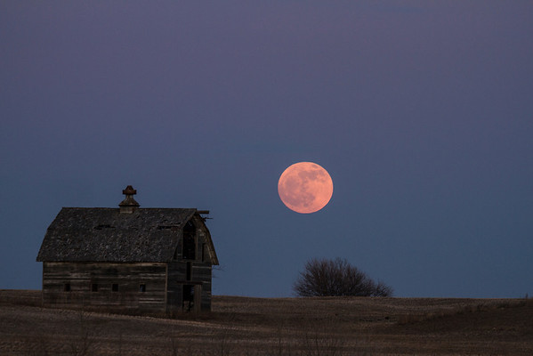 -001 January 08, 2012 full moon barn-Edit