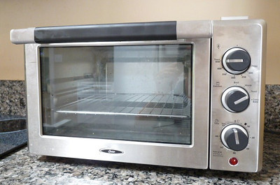 Clean toaster oven