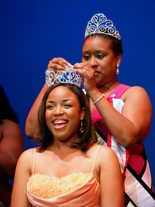 Ms./Miss Black Georgia USA 2010, Carla Hawkins being crowned by Ms./Miss Black Georgia USA 2009, April Crawley.