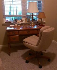 Maple desk, perfect for re-purposing!