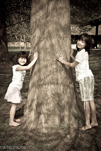 Girls by Tree-0383