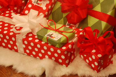 The presents are wrapped...my sister's,that is!!