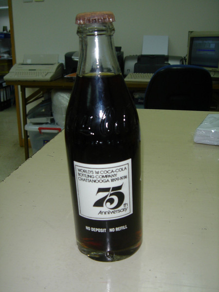 DSC06187 <br /> Coca Cola for Kelvin<br /> <br /> 前排行過南丫島見到呢枝75周年紀念版可樂,第一時間買黎送俾Kelvin,佢收到好開心呀!