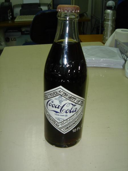 DSC06185 <br /> Coca Cola for Kelvin<br /> <br /> <br /> 前排行過南丫島見到呢枝75周年紀念版可樂,第一時間買黎送俾Kelvin,佢收到好開心呀!