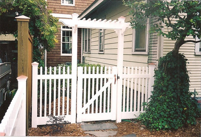 ORNAMENTAL PICKET WITH GATE PERGOLA