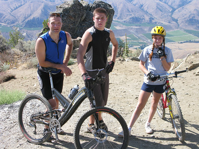 Mark Dewierd and kids Alan and Anna, ready to take on 2,800ft of downhill backcountry on the Chelan Butte.