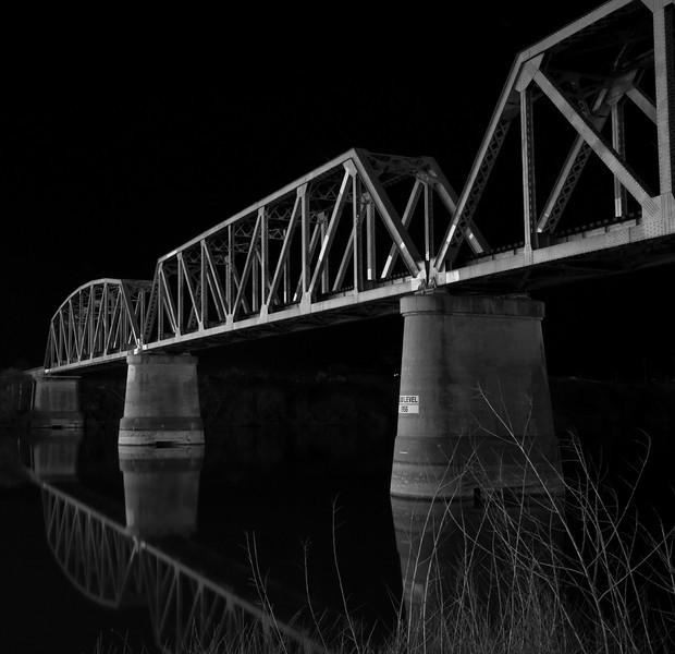 Murray Bridge SA -Train Crossing - B/W