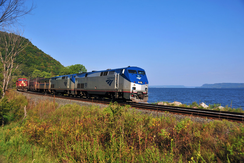 Amtrak along the Miss River