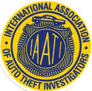 IAATI logo geel