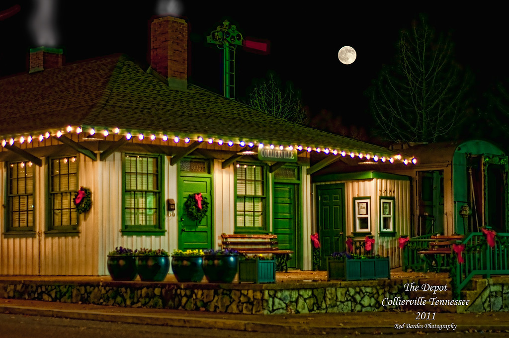 Night-Shot-Depot-Christmas-11