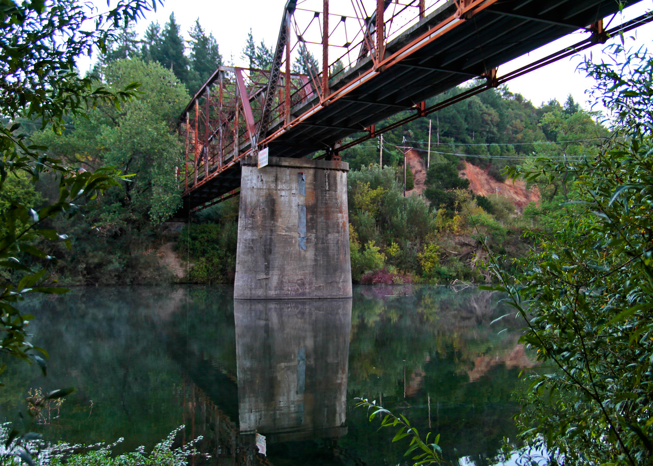Mist along the top of the Russian River, with the one-lane Wohler Bridge overhead